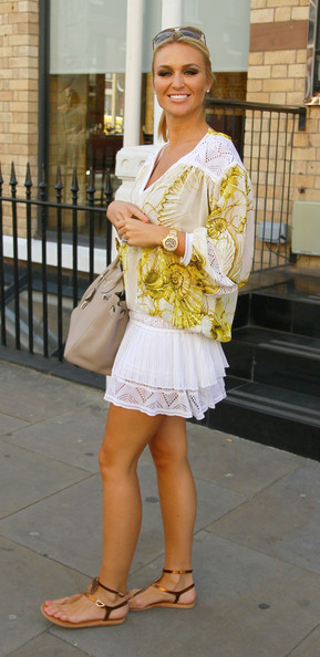 Alex curran looks absolutely lovely in this summery ensemble