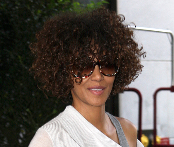 Halle berry is sporting a beautiful summer look that accentuates her