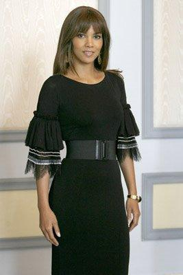 Halle Berry Sported Several Fashionable Looks Over The Last Few Weeks When Does She Not You Know Im Tired Of Halle With This Constant Prettiness It Is