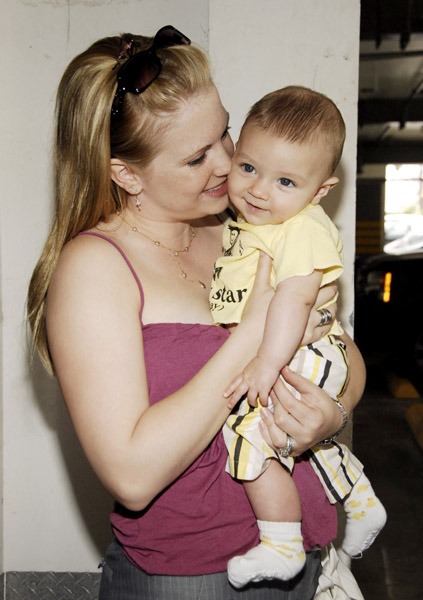 melissa joan hart pregnant. Actress Melissa Joan Hart amp;