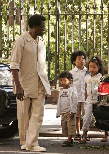 Actor Wesley Snipes and his adorable brood: CELEBRITY The Oscars